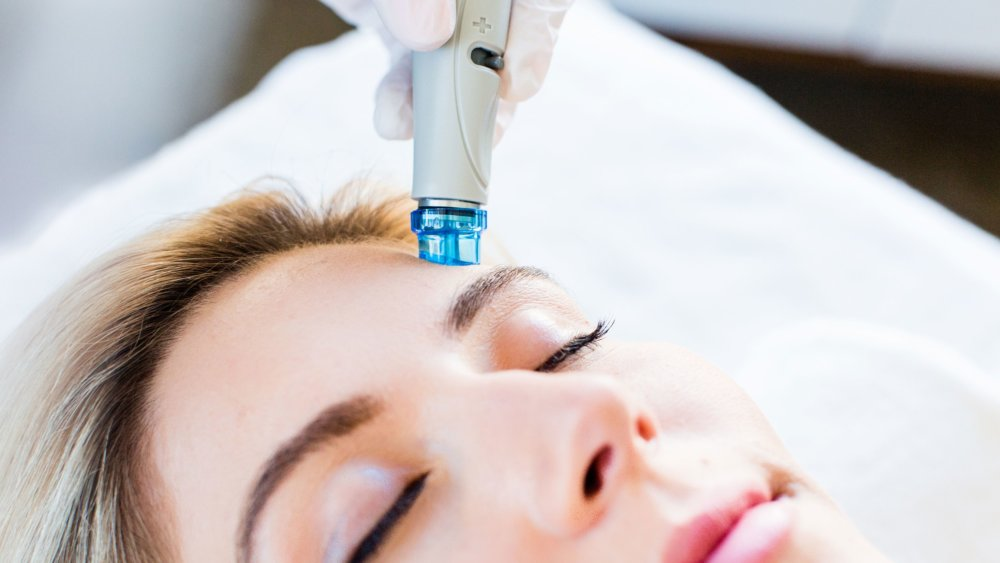 Hydrafacial treatment at EvolvMD Medical Spa and Body Contouring is like 6 facials in one, Cleanse, extract exfoliate and more. No downtime. Glowing skin. Pewaukee, New Berlin, Wauwatosa, , Mequon, WI, Shorewood, WI, New Berlin, Wi